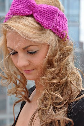"""As defined by Urban Dictionary, a """"Bow Head"""" is a """"woman who wears a bow in her hair, who often has an annoyingly perky personality and may be overly interested in things like her sorority"""". Reminds me of Elle Woods in """"Legally Blond"""" or Shelly in """"The Housebunny""""! Who doesn't love a perky girl with a big bow in her hair? This headband is especially nice to have in the winter when you want to keep your ears from freezing while maintaining your cute girly style! It knits up super quickly with…"""