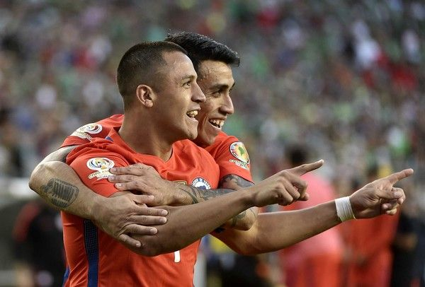 Alexis Sanchez celebrates with Edson Puch.  Chile NT.  Copa America.