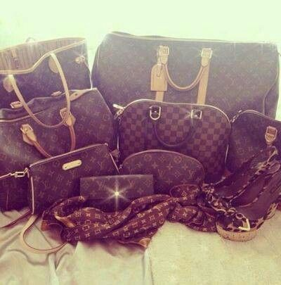Wow! Love all these purses :-)
