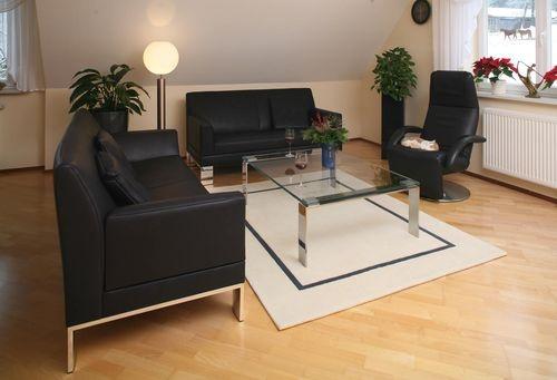 Sofa Glove von Jori mit Teppich von Kinnasand und Glastisch mit Edelstahlgestall, alles von den Möbelmachern  http://nhblog.de/nb_glove_teppich/