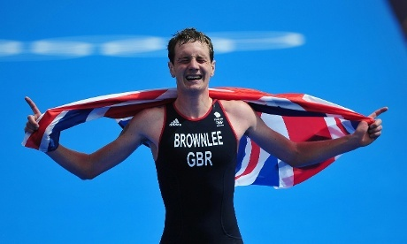 Alistair Brownlee celebrates winning the men's triathlon in Hyde Park. Photograph: Hannibal/EPA