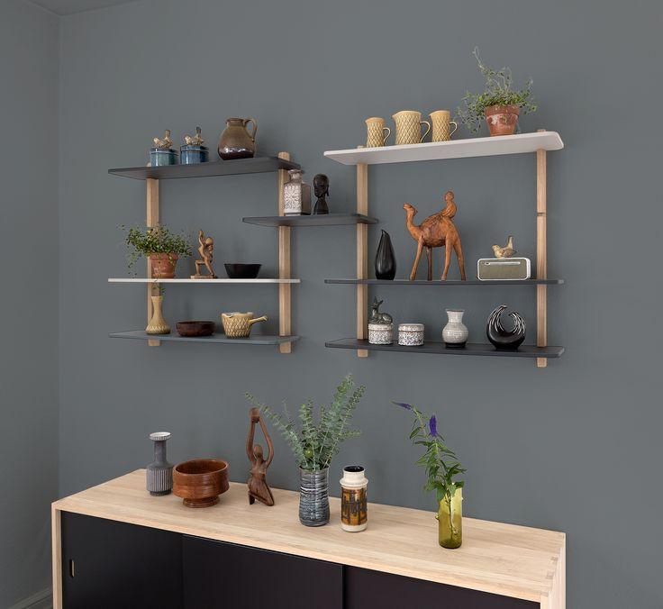 © GROW by Charlotte Holm Schau er et helt nyt reolsystem som vokser i takt med dine behov. © GROW er skabt til dig der elsker skandinavisk design, dansk produceret kvalitet og fuld fleksibilitet i indretningen.