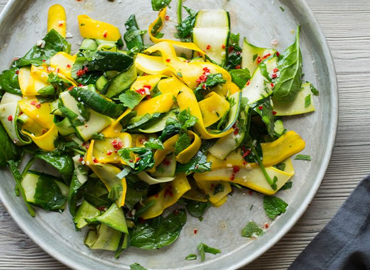 squash og spinatsalat