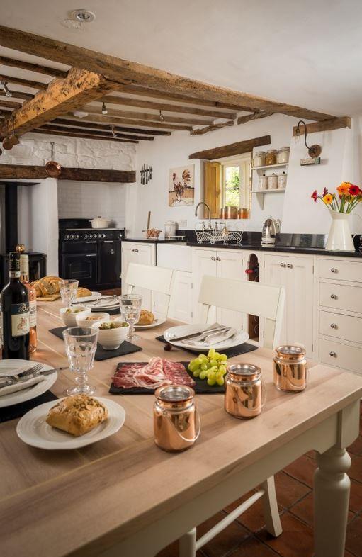 Depósito Santa Mariah: Cottage De Contos De Fadas!