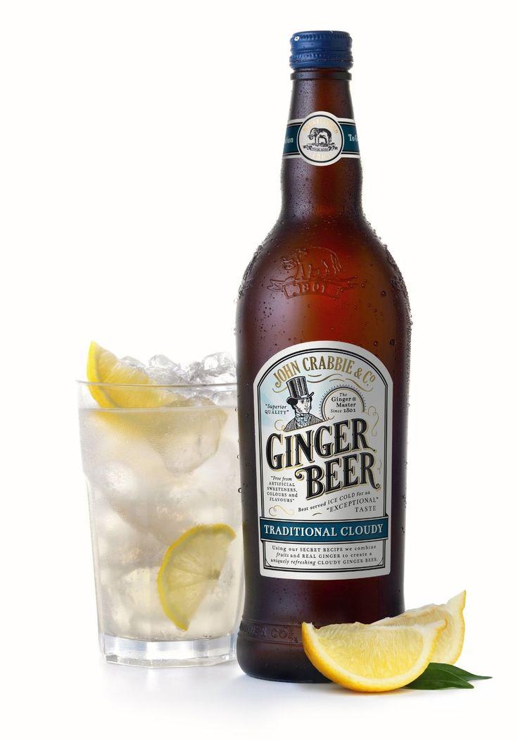 Crabbie's Cloudy Ginger bier is de alcoholvrije variant van het Crabbie's Ginger bier welke is bereid uit 4 geheime en goed bewaarde ingrediënten. Deze kruiden worden gecombineerd met zorgvuldig geselecteerde gember uit het Verre Oosten. Het duurt 6 weken rijpen om dit gember bier zijn diepe, heerlijk pittige smaak te laten krijgen. Lekker met ijs en een schijfje citroen.