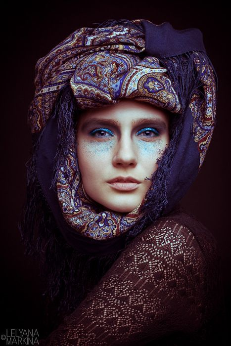 Gallery.ru / Фото #170 - Люди 2011/12 - lelyana russian shawl russian scarf #russian #shawl #scarf #lelyana #леляна #павлопосадский #платок