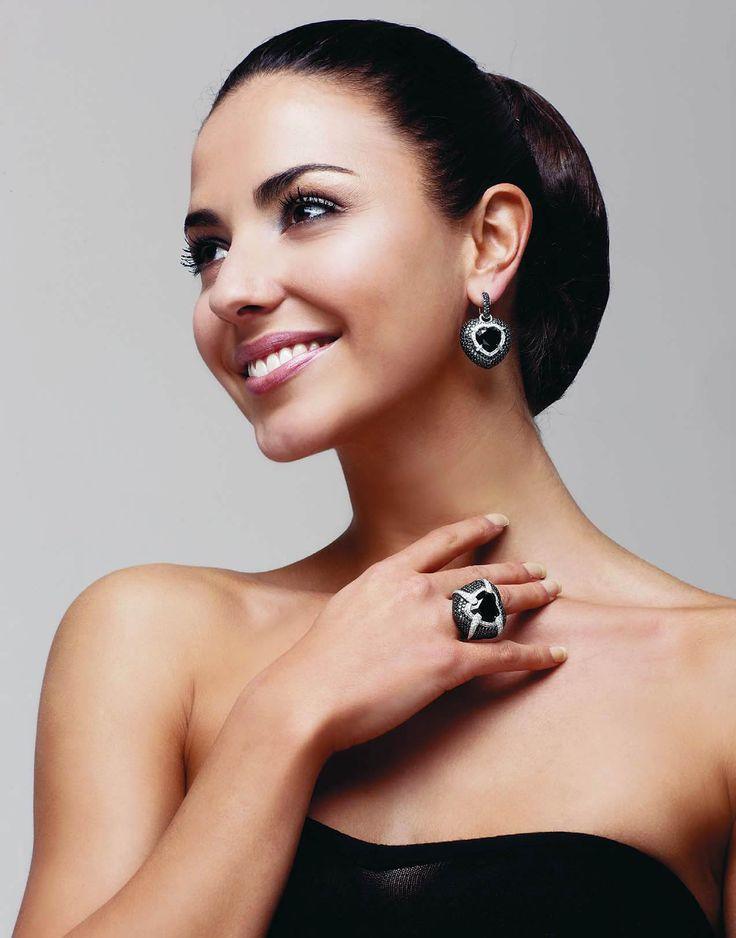 Кольцо и серьги Amorelegato от Grimoldi, черное золото, оникс, белые и черные бриллианты.