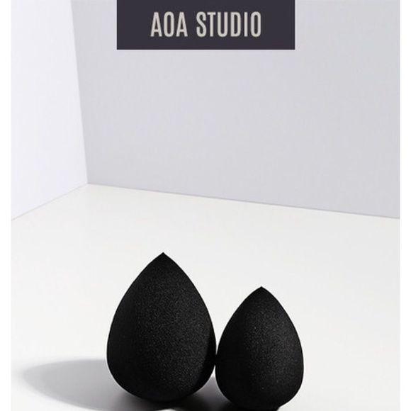AOA studio beauty blender Black beauty blender. Brand new and still in packaging Makeup Brushes & Tools