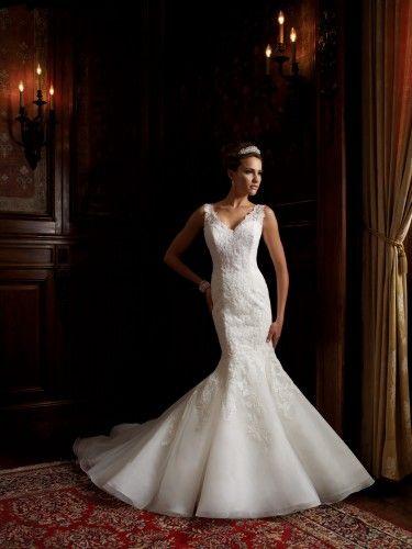 Bellissimo abito da sposa modello sirenetta ricamato con brillanti. David Tutera for Mon Cheri Wedding Dresses 2014