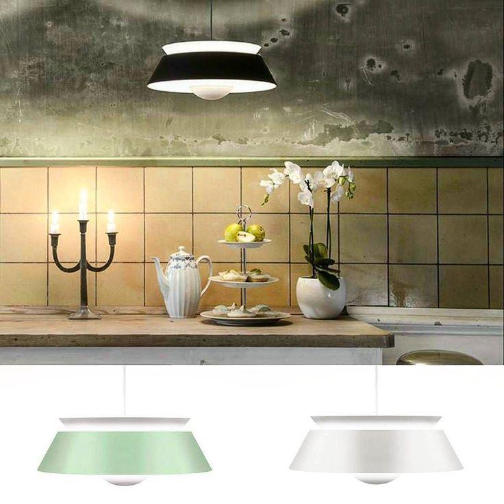 Cuna taklampa från Vita Copenhagen är en av våra favoriter när det kommer till taklampor till kök och matsal! Ljuset sprids vackert åt flera olika håll och finns i svart/vit mintgrön/vit samt helvit.  #belysning #lampa #lampor #lamps #lamp #vitacopenhagen #kök #inredningsinspo #inredningsdetaljer #inredning #inredningsinspiration #inredningstips #hem #heminredning #hemma #interior #interiors #interiordesign #lights #köksinspiration #nordicdesign #scandinaviandesign