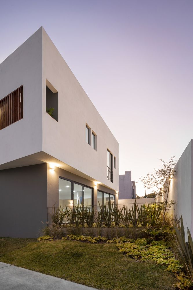 Gallery Of Almendro 22 House Arqueodigma Estudio 6 In 2020 Arch House House Styles House
