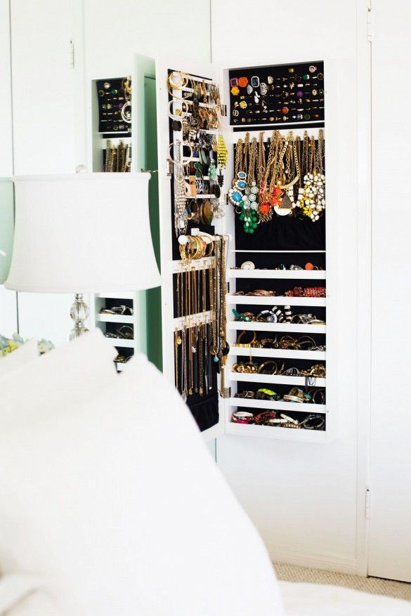 10 Organization Habits You Need to Establish Before Age 30// jewelry storage, jewelry closet