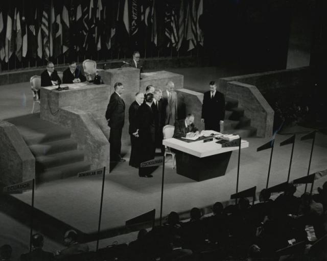 Курильские острова и эволюция проекта мирного договора. В этом году почти незамеченной прошла очередная годовщина подписания Сан-францисского мирного договора, которое состоялось 8 сентября 1951 года, а сам договор вступил в силу полгода спустя. Так союзные держ
