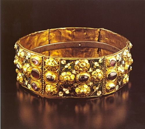 Charlemagne's iron crown. Note the iron  inner strip, it was said to be crafted from a nail from the cross of Jesus. This is called the Lombardy crown and the crown of the Holy Roman Empire.