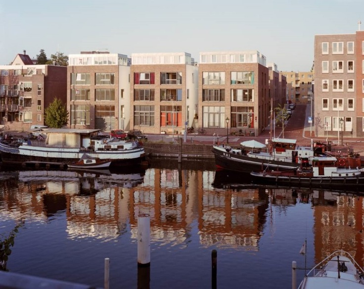 Achterhaven, a modern cluster of city houses in a historic urban fabric in Rotterdam, Netherlands