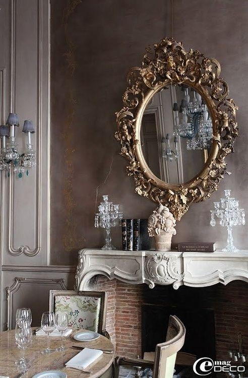♔Estilo Rococó. Espectacular espejo en un comedor francés.