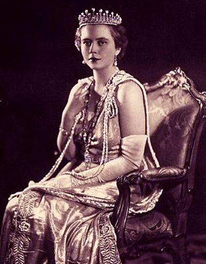 Duchesse de Pistoia, née Lydia von ArenbergNée en 1905, elle épouse en 1928, le prince Filiberto de Savoie-Gênes, duc de Pistoia, duc de Gênes (à partir de 1963) (1895-1990) qui fit une carrière militaire et qui était un partisan de Mussolini, il se porta volontaire lors de la guerrre d'Ethiopie à laquelle il participa.  Le couple termina sa vie à Lausanne, en Suisse où la duchesse mourut le 23 juillet