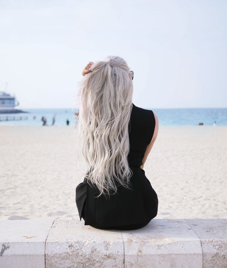 Mustaa rannalla // UINO