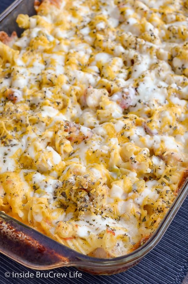 Chicken Supreme Pasta Bake Combining Pizza Toppings With A Cheesy Chicken Pasta Will Have Everyone Devouring Dinner In A Hurry In 2020 Food Recipes Chicken Supreme