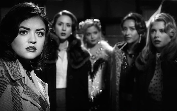 Cue up your streaming devices, because these 15 best episodes of Pretty Little Liars are worth revisiting over and over again.