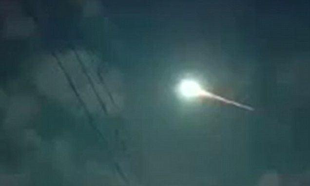 Incredible footage captures bright green fireball soaring through sky