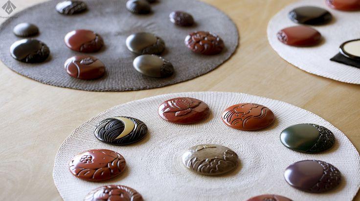 鎌倉彫の店「博古堂」。「牡丹に蝶」といった日本の古来の模様や、椿などの絵柄が素敵。 #鎌倉 #鎌倉彫 #博古堂 #鶴岡八幡宮