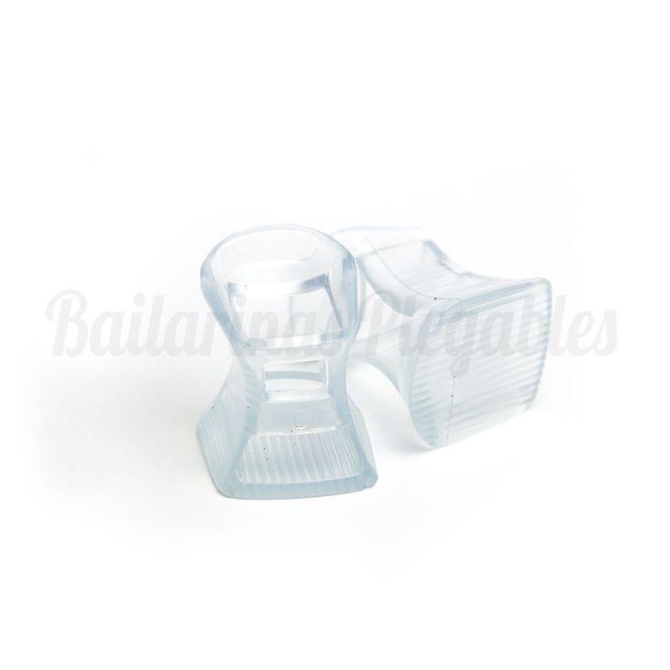 Taconeras L: Protectores de tacón o cubretacones. Un invento genial para las que no se quitan los tacones por nada. Ni los suelos más inestables podrán frenarte. Diseño transparente, sobrio y elegante.