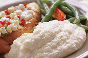 Le fromage PHILADELPHIA ajoute une saveur et une texture crémeuses au chou-fleur fouetté. Voilà un bon substitut à la purée de pommes de terre et un excellent plat d'accompagnement à ajouter à votre répertoire.