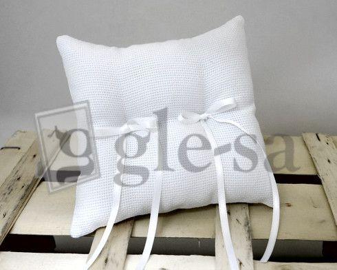 art 17565 cuscino fedi in aida cm.18X18 bianco con due fiocchi - Realizzato a mano http://www.glesa.it/vetrine/cuscini-fedi