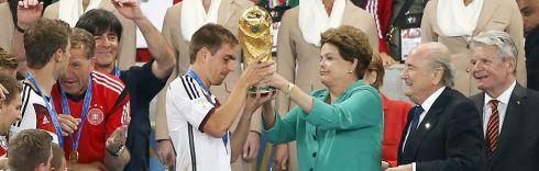 A elite privilegiada brasileira, que pagou até R$ 2.000,00 nos ingressos para a final no Maracanã, fora os que pagaram para cambistas valores acima, xingam e ofendem a presidenta Dilma Rousseff