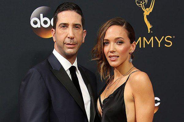Дэвид Швиммер и его супруга Зоуи Бакман, спустя 10 лет отношений, объявили о том, что они расстаются.