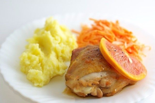 Меню обеда: суп с фрикадельками, курочка с грейпфрутом, пончики творожные