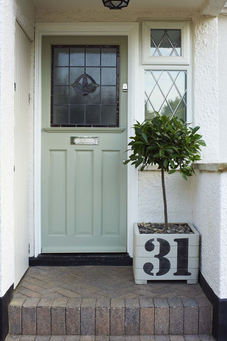 Create an inviting entrance to your home... Update and refresh your door with colour! It's amazing the difference a new shade can make to the look of your home!