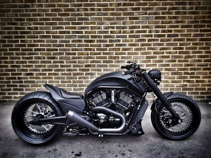 BLACK WIDOW V ROD....man oh man that is a swweeet ride!!!