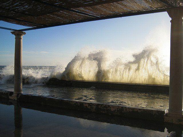 #LITORAL_ESTE_GR-92, Se trata de una #ruta que discurre por el litoral oriental entre la #Farola, en pleno puerto de Málaga, y el término municipal de #Rincón_de_ la_ Victoria. A lo largo de su recorrido, apreciaremos la belleza de las playas de la #Malagueta, #Pedregalejo y El Palo, los #Baños_del_Carmen, las playas de las Acacias, del Dedo, de La Araña y de La Cala del Moral, las vistas del Mirador de Málaga entre la Cala y el Rincón, y las vistas desde Torre Paloma.