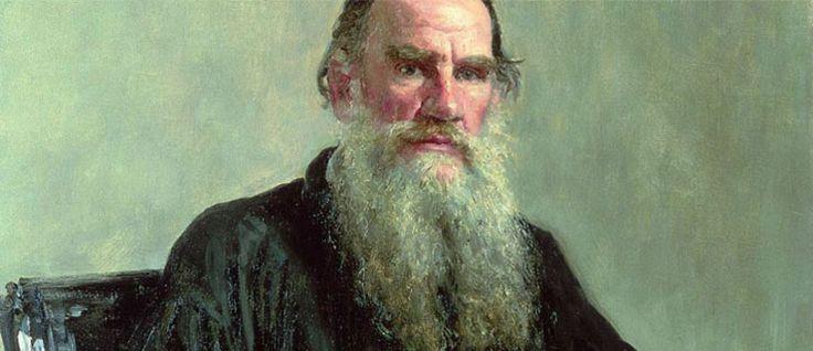 http://mundodelivros.com/leon-tolstoy/ - Corria o ano de 1828 quando nasce Leon Tolstoy, num local chamado Yasnaya Polyana. Não, este não é o nome de uma cidade ou vila provinciana russa, mas sim o nome da propriedade da família Tolstoy, em Tala. Sendo o mais novo de quatro rapazes, não se pode dizer que a infância do pequeno Leon tenha sido fácil. Dois anos após o seu nascimento, a mãe morreu.