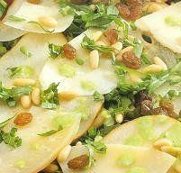 Carpaccio de queso es una receta para 4 personas, del tipo Entrantes, de dificultad Muy fácil y lista en 20 minutos. Fíjate cómo cocinar la receta.     ingredientes   - 200 g queso manchego  - 2 peras  - 1 huevo  - pasas  - piñones  - rúcula  - aceite  - vinagre balsámico  - pimienta  - sal