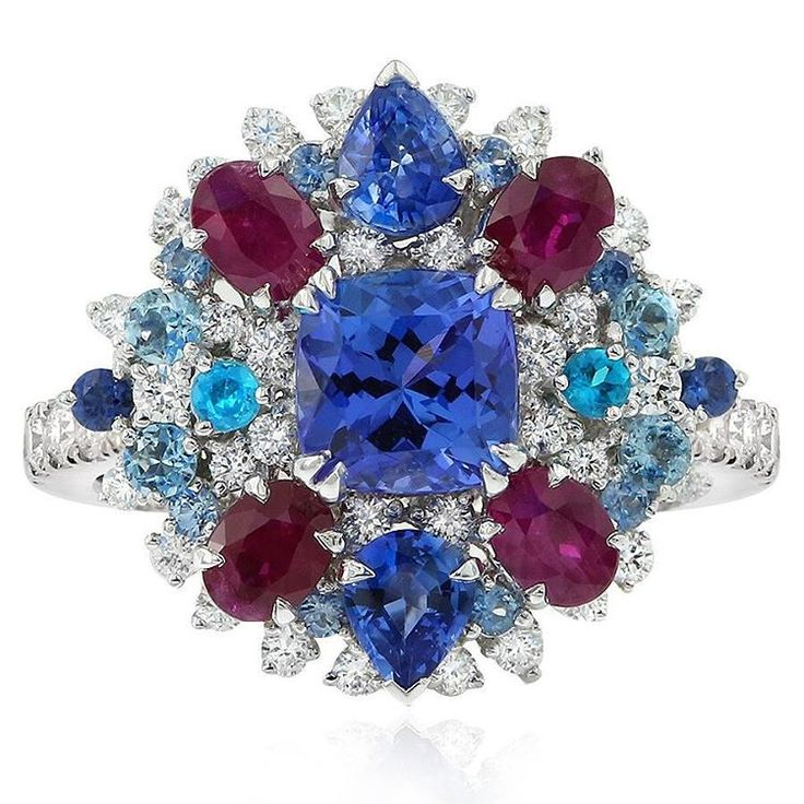 This spectacular Cirque ring features a tanzanite at its centre, accentuated by rubies, sapphires, aquamarines, apatite and sparkling diamonds. These natural gemstones have been hand-selected to create this designer piece.