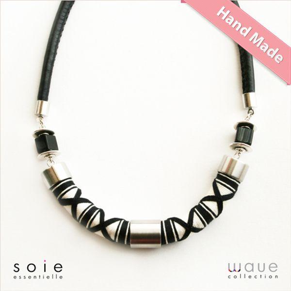 Wave črno bela ogrlica  http://www.ffmoutlet.si/product/Wave_%C4%8Drno_bela_ogrlica-400023