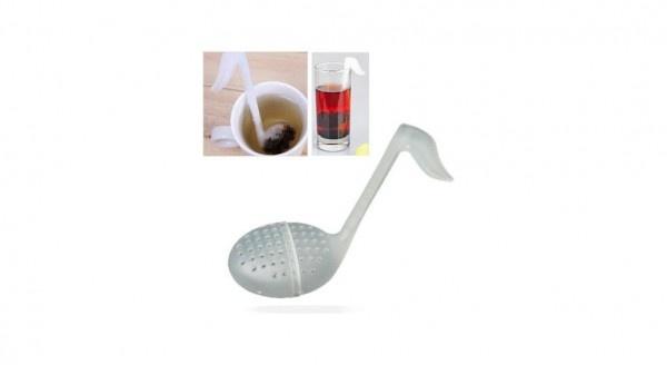 Filtro per tè ed infusi in foglie a forma di nota musicale.  Realizzato in plastica flessibile, è facile da lavare e non altera il sapore della bevanda.    Il tè va inserito nella parte inferiore della nota (supporto rimovibile).