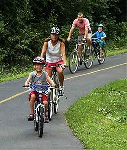 Fun Family Fitness Activities - Get your family out there and get active!Healthy Families, Families Bikes, Riding Bikes, Families Activities, Bikes Riding, Kids, Families Time, Families Fun, Bikes Safety