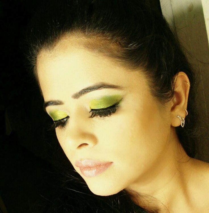 Green eye makeup - inspired the color of birds To get this look I used morphe eye shadow palette and morphe brushes. Mac bronzer and mac cosmo lipstick. #eotd #eyemakeup #eyesoftheday #makeuplook #makeup #mua #makeupartists_worldwide #macbronzer #maccosmo