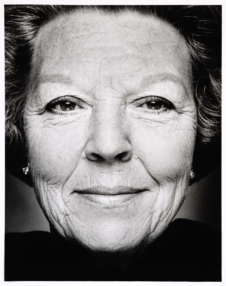 Portret van Beatrix, koningin der Nederlanden - geboren te Soestdijk, 1938, Stephan Vanfleteren, 1999 - 2000