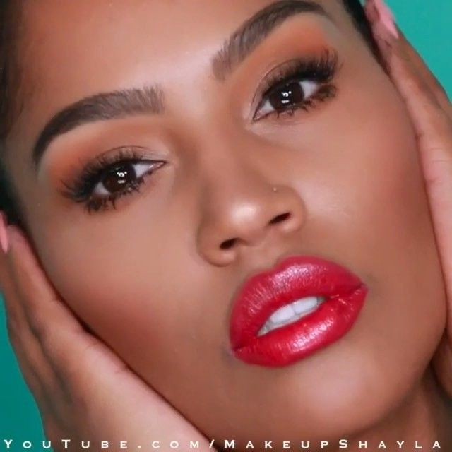 If you haven't seen @makeupshayla's latest slaytorial on youtube, you need to! Shayla used #dreamvelvet foundation, master conceal and #masterfix setting powder for a flawless face, the NEW #colortattoochrome in 'bronze sheen' on her eyes and the NEW brow precise micro pencil to get her brows on fleek. #mnyitlook #mnybrows