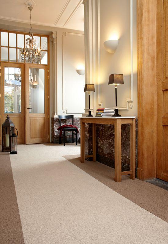 Eleganten teppichboden im flur und wohnzimmer teppichfliesen von planeo mehr auf - Teppichboden wohnzimmer ...