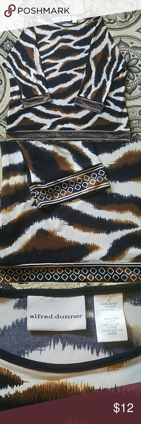 ALFRED DUNNER TUNIC TOP Navy, brown, and cream tiger print Poly/spandex  Diamond detail on sleeve and bottom  Looks sharp with white skinnies  and booties Says L but fits mre like XL So Chic! Alfred Dunner Tops Tunics