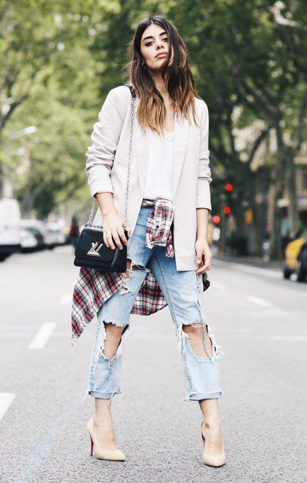 look dulceida calça jeans destroyed camisa xadrez e scarpin