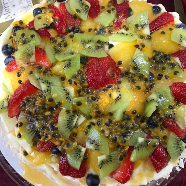 Pavlova an Aussie favourite and tastes great too! Deliciously topped with whipped cream and fresh fruit! #2delicious4words #sydney #pavlova