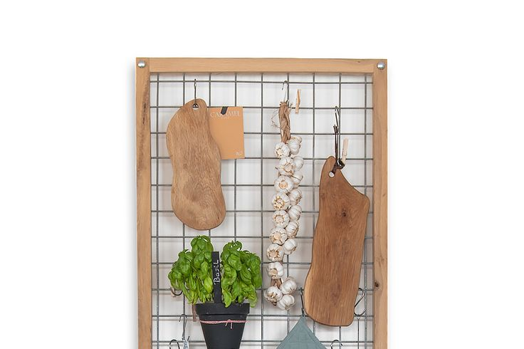 Een mooi en praktisch keukenrek. Een houten frame met een stalen binnenwerk waar van alles aan te hangen is. Ideaal voor in de keuken maar eigenlijk overal te plaatsen. In de zomer ook leuk om buiten te hangen, hang er allemaal potjes met kruiden o.i.d. aan.