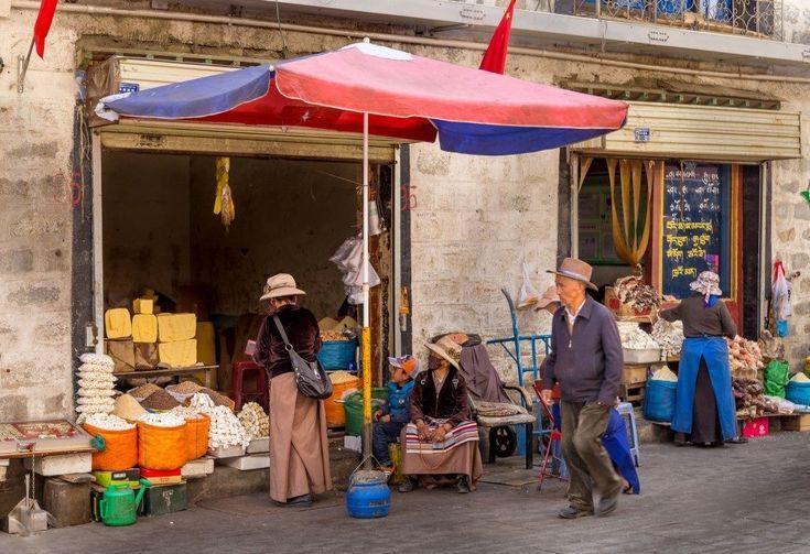Tibet wordt ook wel het dak van de wereld genoemd en is een unieke bestemming. Het is wel een bestemming die een goede voorbereiding vereist. Chris W. laat je een reisroute en praktische tips zien waarbij dagelijks trips worden gemaakt vanuit hoofdstad Lhasa. Ideaal voor 6 – 7 volle dagen vol natuurschoon en cultuur.